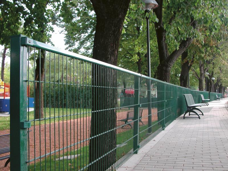 Pilsētu žogi: vitrīnu risinājumi